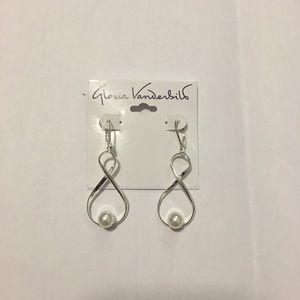 Gloria Vanderbilt earrings *NEW*